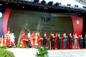 Khai mạc Ngày hội 'Thắm tình hữu nghị đặc biệt Việt Nam - Lào'