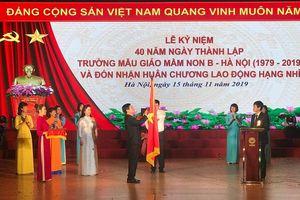 Trường Mẫu giáo Mầm non B - Hà Nội đón Huân chương Lao động hạng Nhì