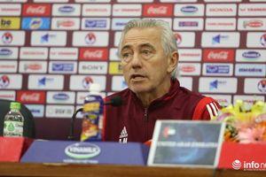 Thua đau Việt Nam, HLV Van Marwijk của UAE tỏ ra 'bất phục' trọng tài