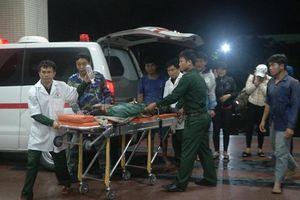 Cảnh sát biển vượt sóng dữ cứu ngư dân gặp nạn trên biển