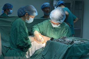 Lâm Đồng: Cứu sống 2 vợ chồng có vết thương nghiêm trọng ở cổ