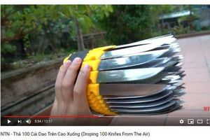 Bàng hoàng, phẫn nộ trước video dạy trẻ nhỏ thả 100 dao nhọn để câu view
