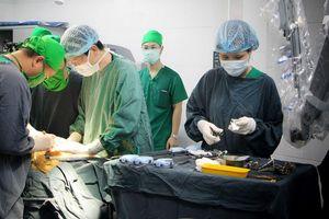 20 bệnh nhi được hỗ trợ khám dị tật bàn tay, bàn chân