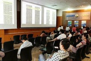 Chứng khoán ngày 15/11: VN-Index giảm hơn 2 điểm