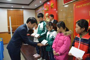 Toyota Việt Nam trao học bổng cho học sinh có hoàn cảnh khó khăn trị giá 400 triệu đồng