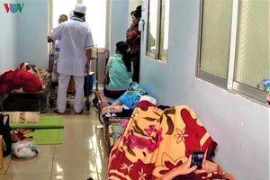 Sốt xuất huyết tăng, bệnh nhân ở Quảng Ngãi phải nằm ngoài hành lang
