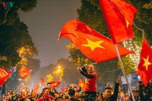 Khán giả Hà Nội ăn mừng chiến thắng của ĐT Việt Nam trước ĐT UAE
