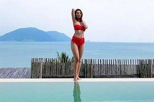 Chuyện showbiz: Bảo Thanh khoe dáng thon bên hồ bơi với áo tắm 2 mảnh