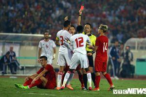 Chuyên gia: 'Phạt thẻ đỏ cầu thủ UAE là hơi nặng'