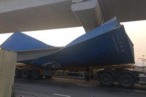 TP.HCM kết luận nguyên nhân dầm cầu vượt Suối Tiên rơi, đè bẹp container