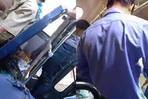 Nữ hành khách ở TP.HCM bức xúc khi người soát vé 'cười nhếch mép, vo tròn vé vứt vào sọt rác'