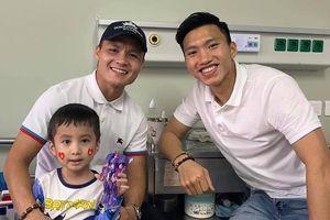 Quang Hải, Văn Hậu thăm cậu bé 5 tuổi bị u não sau trận thắng UAE
