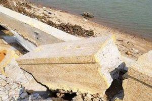 Tuyến kè sông gần 12 tỷ đồng chưa kịp bàn giao đã hỏng