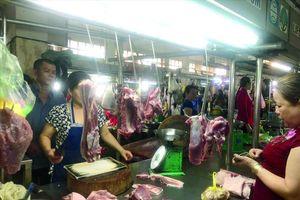 Từ chuồng đến chợ: Thịt heo tăng giá gấp đôi