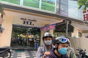 Người phụ nữ đột tử bí ẩn trước cửa tiệm thuốc tây