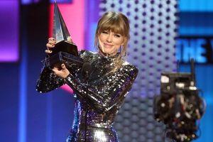 Hãng đĩa cũ phủ nhận cáo buộc từ phía Taylor Swift, tố cô nàng nợ hàng triệu USD