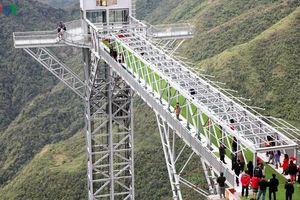 1.000 du khách chiêm ngưỡng cây cầu kính cao nhất Việt Nam