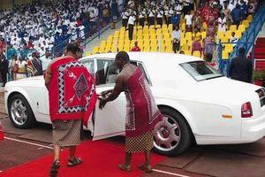 Vị Vua chơi trội sắm 19 xe Rolls-Royce tặng các bà vợ
