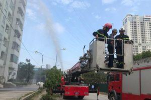 Sử dụng trang thiết bị hiện đại cứu người bị nạn trong đám cháy giả định tại chung cư