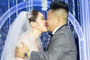 Bảo Thy khóc trong ngày cưới