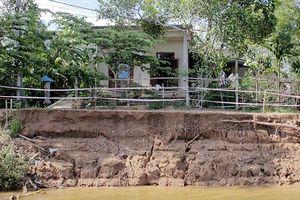 Cần sớm xây kè chống sạt lở hai bên bờ sông Thạch Hãn