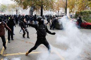 Một năm phong trào 'áo vàng', Paris lại xảy ra bạo lực