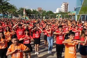 Hơn 1000 thanh niên Đà Nẵng tham gia 'Nhảy! Vì sự tử tế'