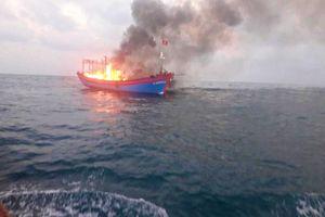 Cháy tàu cá trên vùng biển Quảng Trị, 7 thuyền viên nhảy xuống biển thoát thân