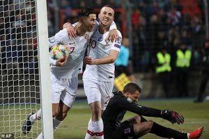 Ronaldo lóe sáng, Bồ Đào Nha đoạt vé dự EURO 2020