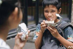 Chủ nhà hàng ở Singapore cho trẻ em nghèo ăn miễn phí