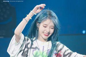 IU được khen trông như nữ thần khi nhuộm tóc xanh