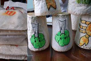 Hai nữ sinh chế tạo giấy chống thấm thay túi ni-lông