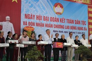 Chánh án TAND tối cao Nguyễn Hòa Bình dự ngày hội đại đoàn kết ở Quảng Ngãi