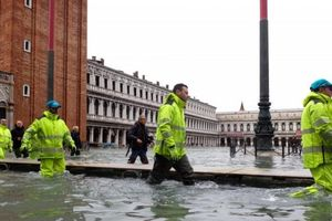 Venice tiếp tục bị lụt nghiêm trọng