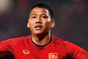 Anh Đức trầm ngâm đến sân cùng tuyển Việt Nam