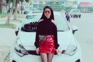 9X Nghệ An thích mặc váy ngắn, đeo túi Louis Vuitton