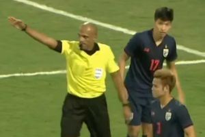 Trọng tài từ chối bàn thắng của tuyển Việt Nam