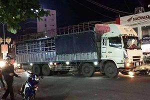 Xe tải gây tai nạn liên hoàn, 2 vợ chồng đi xe máy thương vong