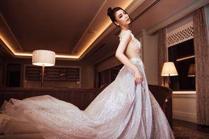 Top 45 Hoa hậu Hoàn vũ Việt Nam mặc váy xẻ táo bạo, khoe ngực đầy