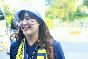 Dàn CĐV nữ Thái Lan 'siêu xinh' đổ bộ SVĐ Mỹ Đình