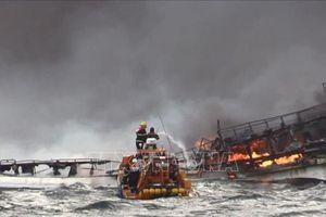 Hàn Quốc triển khai tích cực tìm kiếm các thuyền viên mất tích trong vụ cháy tàu cá
