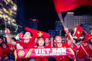 Cổ động viên TP Hồ Chí Minh ồ ạt xuống đường 'tiếp lửa' cho đội tuyển Việt Nam