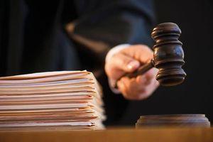 Ba nguyên sĩ quan Cảnh sát cùng lãnh án 13 năm tù vì chiếm đoạt tài sản của người phạm tội