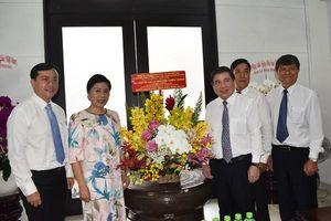 Chủ tịch UBND TP Hồ Chí Minh thăm, chúc mừng nhà giáo tiêu biểu