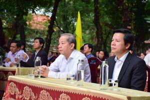 Chủ tịch tỉnh Thừa Thiên - Huế tặng món quà đặc biệt cho trường THPT chuyên Quốc học