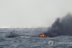 Tàu bốc cháy ngoài khơi Hàn Quốc, 6 thuyền viên Việt Nam mất tích