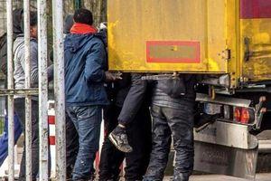 Tây Ban Nha ngăn chặn 52 người nhập cư trái phép từ Morocco