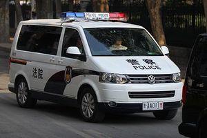 Trung Quốc: Bố bán con gái cho người lạ lấy tiền cho bạn gái trên mạng