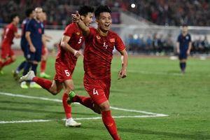 CĐV Thái Lan cảm ơn trọng tài vì giúp đội nhà thoát thua trước Việt Nam