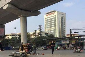 Hà Nội: Va chạm với xe tải, hai ông cháu tử vong thương tâm